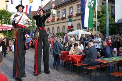 Zauberer Alberto beim Straßenkünstlerfestival in Haslach im Kinzigtal, Foto der Veranstaltung