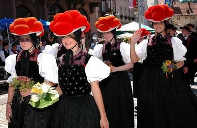 Bild Konfirmation mit Trachtenfestzug in Kirnbach