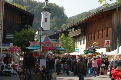 Oberaudorfer Markt mit Flohmarkt