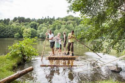 Floß der Nachhaltigkeit in der Biosphäre Bliesgau. (© Saarpfalz-Tourstik, Eike Dubois)
