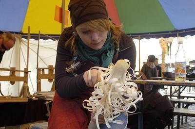 Holzwerkstatt - Linoldruck - Schmuckherstellung - Kreativ sein zur Chrysanthema