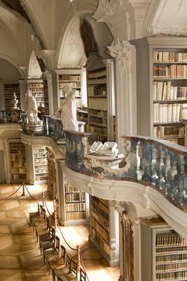 Rokoko-Bibliothek St. Peter. (© Tourist-Information St. Peter)