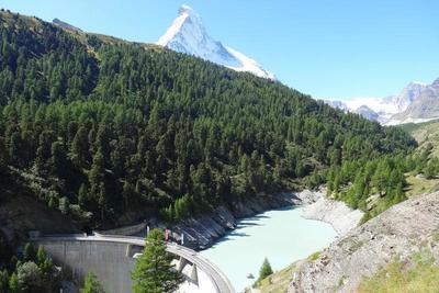 Visit of the dam in Zmutt
