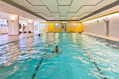 Präventive Gymnastik im Wasser