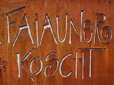 Tavolata auf dem Hof von Familie Flütsch auf Faujauna
