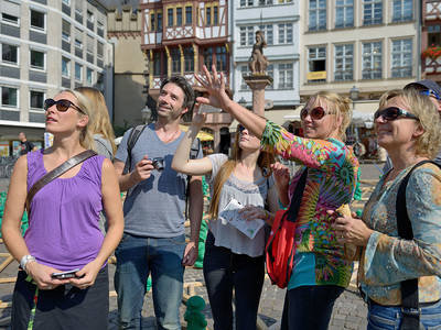Guided tour in Frankfurts old town centre. (© TourismusCongress GmbH Frankfurt am Main, Ph)