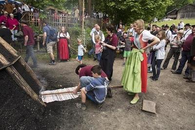16. Bad Kohlgruber Köhlertage Die Eröffnung mit Anzünden des Kohlenmeilers