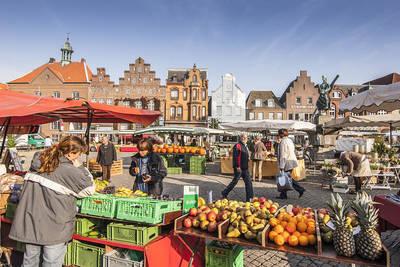 Husumer Wochenmarkt am Samstag. (© Foto Oliver Franke)
