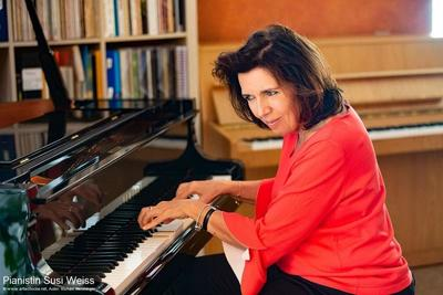 Weihnachtlicher Musiknachmittag mit dem Salon-Trio Susi Weiss  & der Hinterberger Soatnmusi