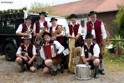 Volksmusik im Brunnenhof mit De Richtign