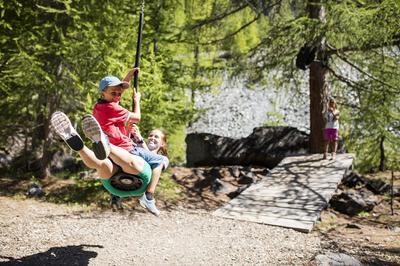 Les plaisirs estivaux de Wolli - Pont suspendu et monde merveilleux à Furi