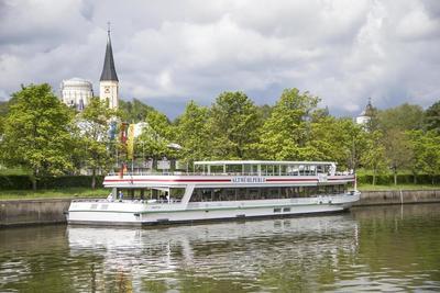 Sonntags-Schlemmen-Schifffahrt