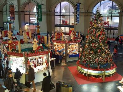 Christmas specialists at main central stationDeutsche Bahn AG. (© Christmas specialists at main central station)
