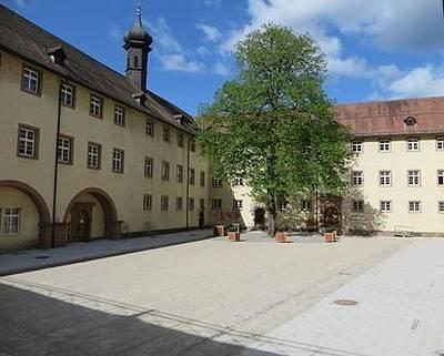 Der neue gestaltete Schlosshof. (© Tourist-Information Wolfach)
