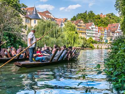 Öffentliche Stocherkahnfahrt. (© Foto Barbara Honner  Verkehrsverein Tübingen)