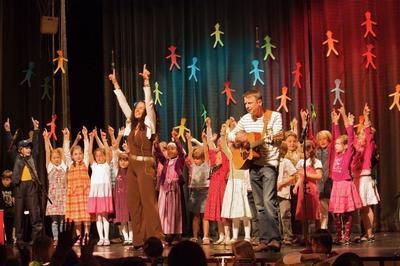 Bayerische Kinderlieder mit Sternschnuppe und den Kinderchren der Musikschule