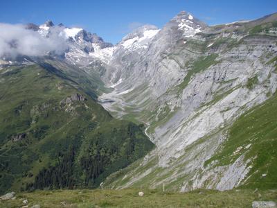 Bergwelt hoch über BreilBrigels