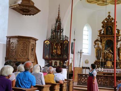 Kirchenfhrung in der gotischen Wallfahrtskirche Hl. Kreuz in Hhenberg
