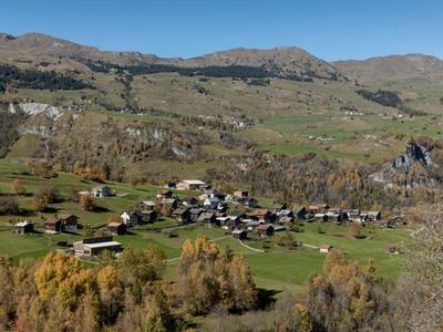 mira!cultura Ortsführung Il castellan da Surcasti in der Val Lumnezia