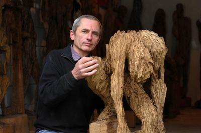 Der Tisch ist ein Flo - eine Geschichte in Skulpturen von Andreas Kuhnlein