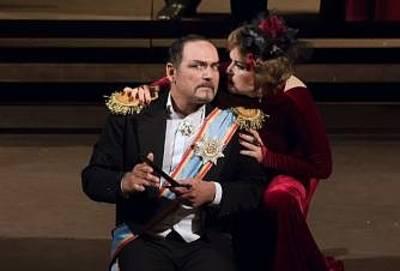 Macbeth - Oper von Giuseppe Verdi in italienischer Sprache mit deutscher bertitelung. (© artstage)