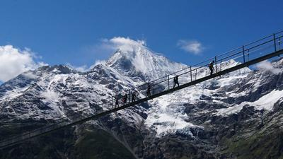 Guided hiking tour to the longest Suspension Bridge of the World
