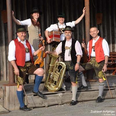Alpenlndische Volksmusik mit den Zuahusl Aufgeigern