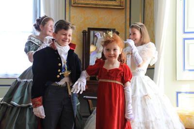 Kinderführung in historischen Kostümen