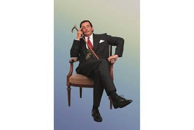 Foto Salvador Dalí als lebensgroße Sitzfigur. Skulptur von Lisa Büscher. . (© Foto Imhof  Städtisches Kulturamt Überlinge)