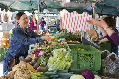 Bauernmarkt auf dem Marktplatz