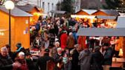 Weihnachtsmarkt rund um das Schloss
