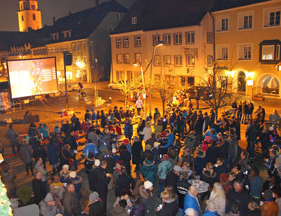 Open Air Kino unterm Christbaum