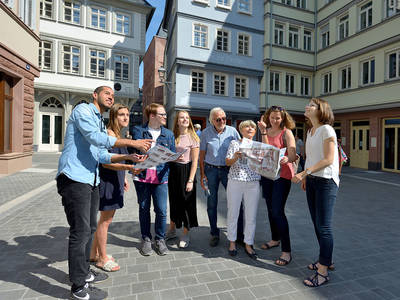 Group in the new Frankfurt old town#visitfrankfurt, Holger Ullmann. (© Guided City Walk The new Frankfurt old town and other highlights German)