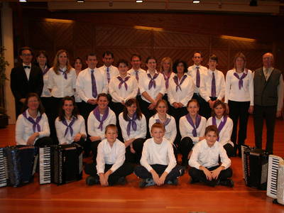 Sonntags-Konzert mit dem Harmonika-Orchester Häusern