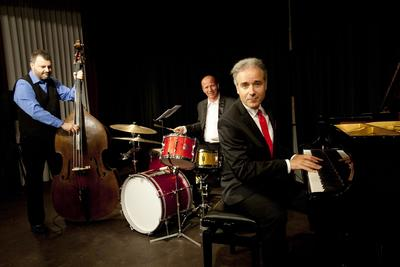Dave Ruosch Trio Lets swing all night!