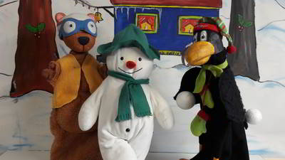 Der kleine Rabe Socke feiert Weihnachten - Bayerische Puppenbühne