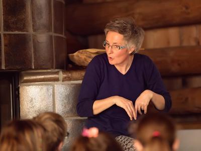 Abendessen und Märchen mit Anna Cathomas in Obersaxen Mundaun