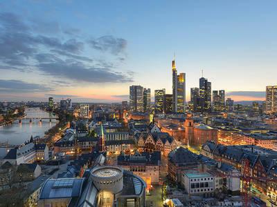 Skyline Frankfurt - Ökumenischer Kirchentag 2021#visitfrankfurt, Holger Ullmann. (© 3. Ökumenischer Kirchentag)