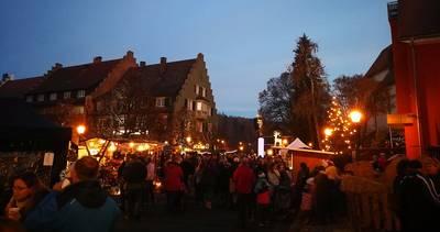 Nikolausmarkt bei der Kirche. (© Hochschwarzwald Tourismus GmbH)