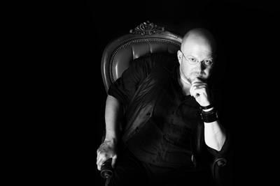 Die schwarze Spinne Gelesen von Christian Aster, live illlustriert von Holger Much