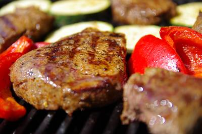 Wildbret open flame - BBQ-Haus trifft KräuterfrauPixabay. (© Wildbret open flame - BBQ-Haus trifft Kräuterfrau)