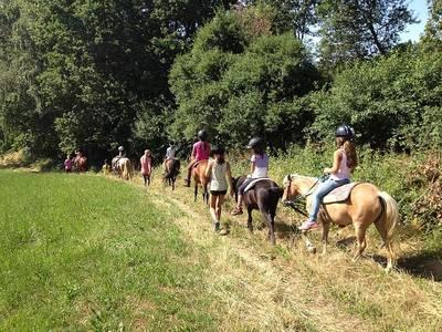 Ponyreitspaziergang auf der Fancy-Farm