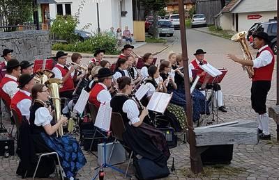 Maiwecken. (© Trachtenkapelle Raitenbuch-Falkau)