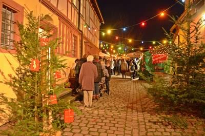 Adventsmarkt im Hof Haus Kast