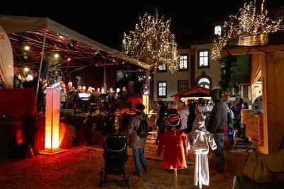 Weihnachtsmarkt Neunkirchen. (© Brigitte Neufang-Hartmuth)