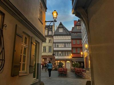Guided stroll in Frankfurts new old town German#visitfrankfurt. (© Guided stroll in Frankfurts new old town German)