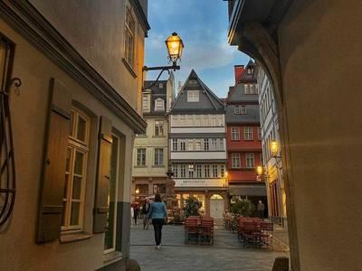 Adventsspaziergang durch die neue Altstadt Deutsch#visitfrankfurt. (© Adventsspaziergang durch die neue Altstadt Deutsch)