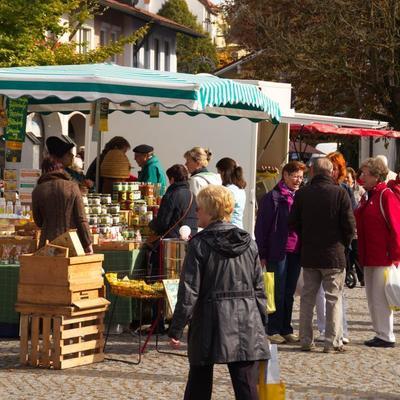 Bad Birnbacher Wochenmarkt mit Mostpressen