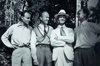Hermann Hesse mit seinen Söhnen. (© Max Wassmer)