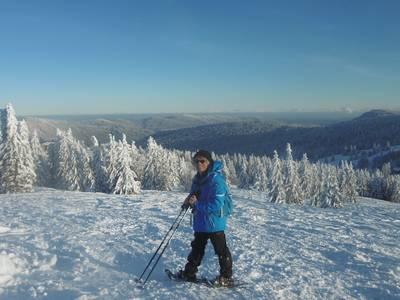 Schneeschuhwandern oberhalb von Lenzkirch-Kappel. (© Klaus Grimm)